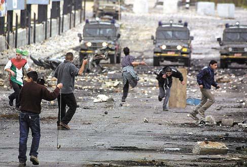 الفلسطينيون يحيون الذكرى الـ 31 لانتفاضة الحجارة